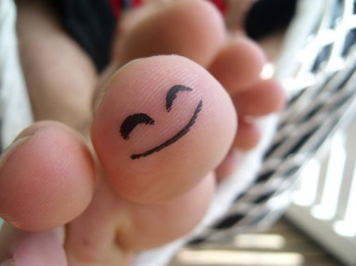 Happy Toe by Grodden @ deviantart.net