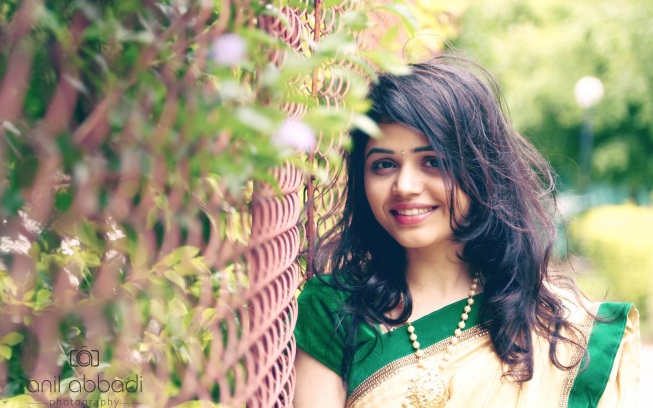 Cute-and-pretty-Indian-girl-in-saree-beautiful-wallpapers